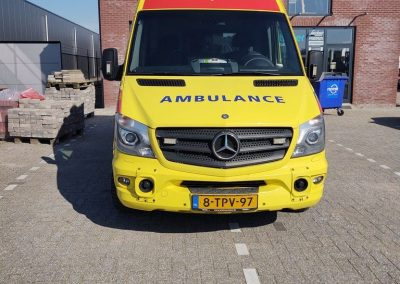 Belettering Auto Ambulance International Voorzijde